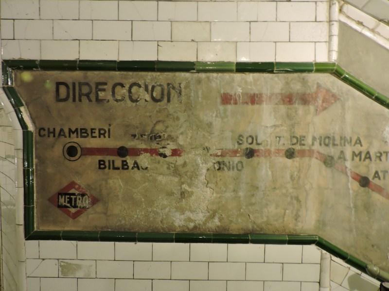 Estación Fantasma de Chamberí - Cartel indicador en escalera