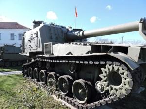 Museo de Carros de Combate - El obús M-55 lleva un soporte para el cañón