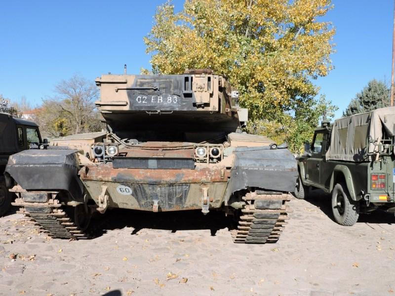 Museo de Carros de Combate - Parte delantera del Chieftain, con el cañón apuntando hacia atrás