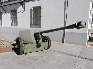 Museo de Carros de Combate - En el exterior hay numerosos cañones contracarro