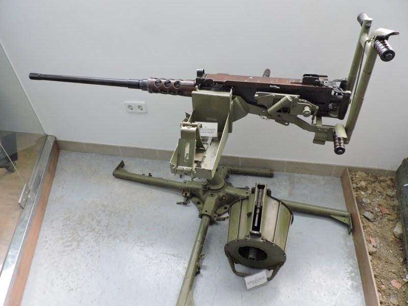 Museo de Carros de Combate - Ametralladora Browning y cargador Oerliken