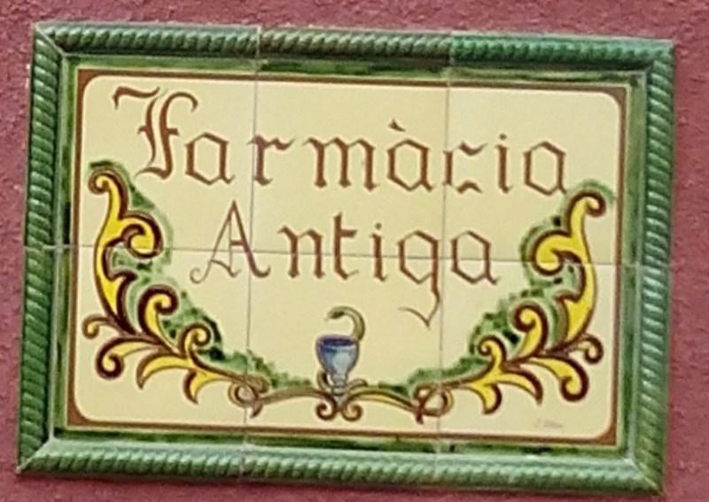 Farmacia Esteva. Letrero en el acceso al Museo.