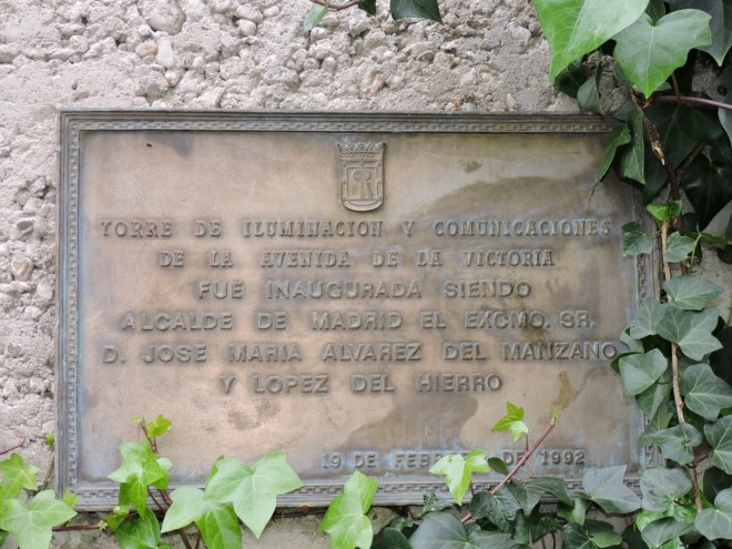 Faro de Moncloa - Placa conmemorativa de la 1ª inauguración