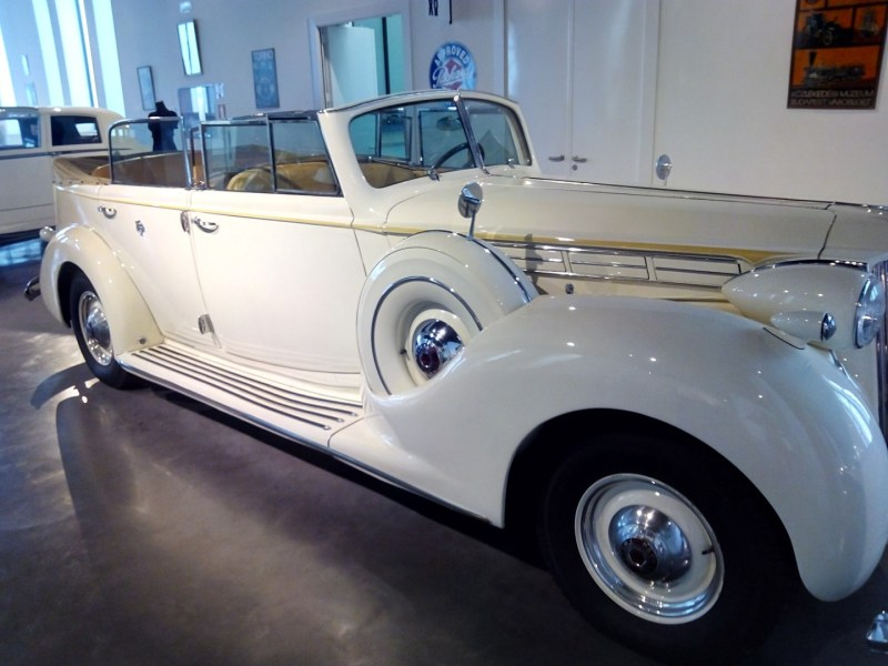 Museo Automovilístico - Packard Twelve (EEUU - 1939)