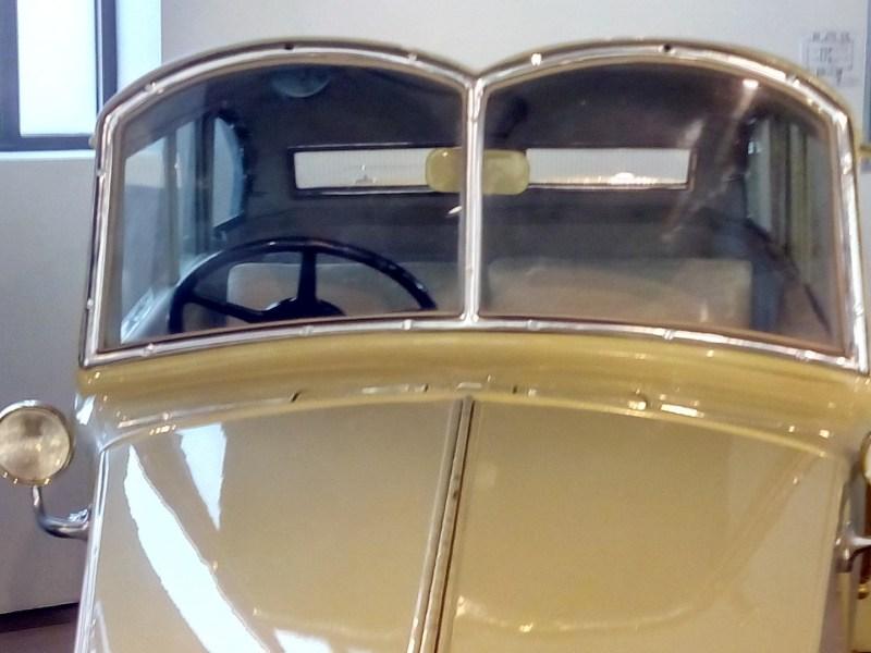 Museo Automovilístico - Las cejas de Dalí