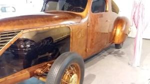 Museo Automovilístico - Ford V8 homenaje a Julio Verne