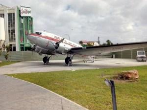 Museo de la Aviación - Avión DC-3 restaurado con la decoración antigua de Iberia.