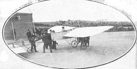 Aeropuerto Ciudad Lineal - Primer vuelo de Mamet en Madrid. Obsérvese cómo se sujetaba el avión antes de despegar (7)