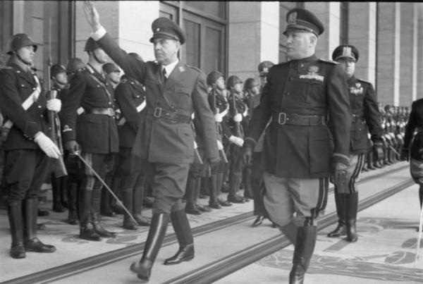 Tumba Ante Pavelic - Ante Pavelic y Benito Mussolini (10)