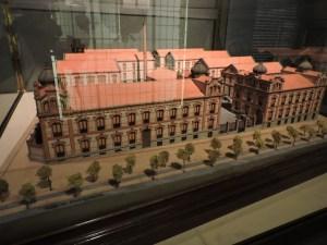Museo Farmacia Militar - Maqueta del Laboratorio Central de Medicamentos