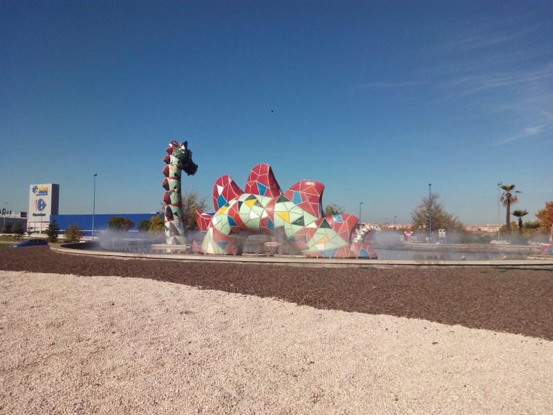 El Monstruo de Leganés - El conjunto tiene un trencadís de colores muy llamativos.