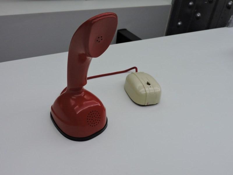 Museo de las Telecomunicaciones - Teléfono Ericofone (Ericsson - 1959) de una sola pieza.