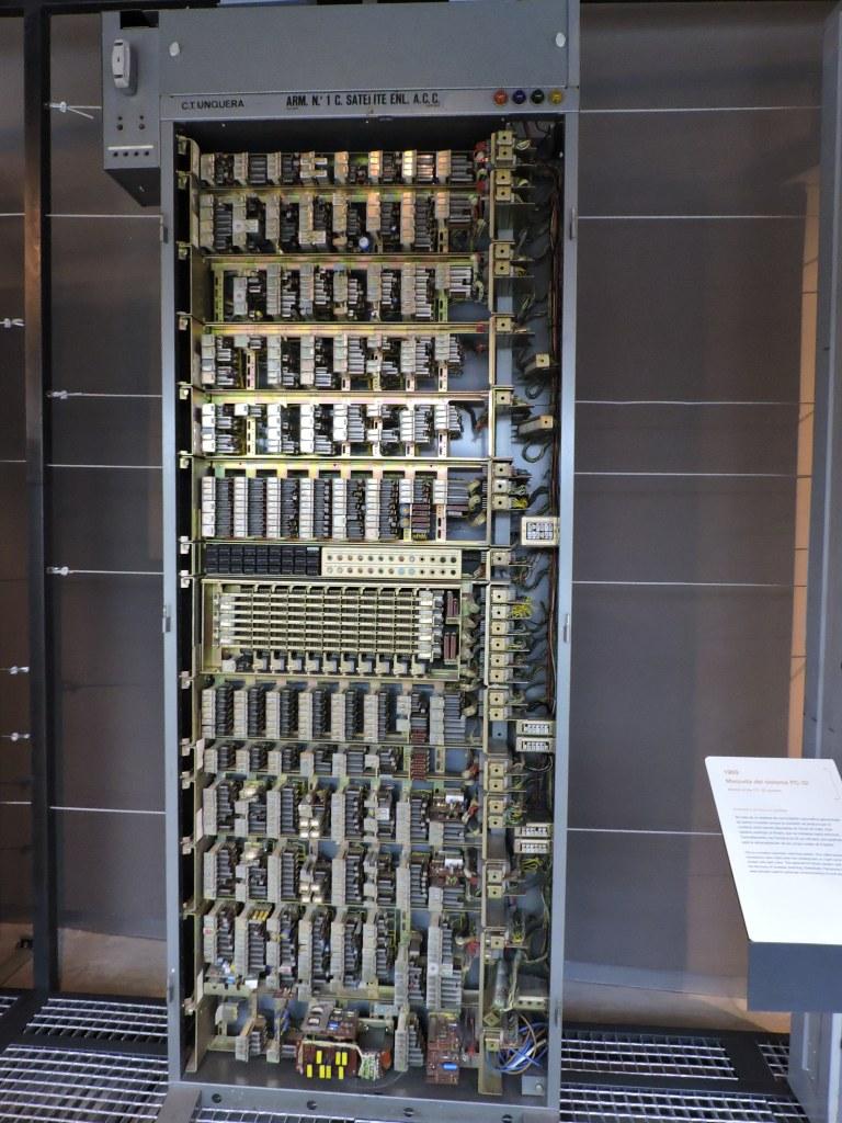 Museo de las Telecomunicaciones - Bastidor de relés de una central PentaConta 32 de barras cruzadas, fabricado por Standard Eléctrica