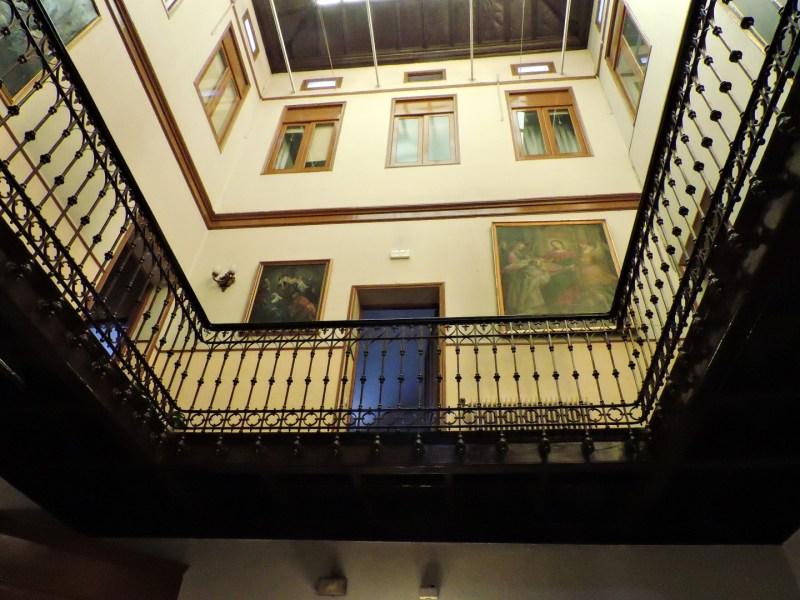 Museo de la Homeopatía - El palacete dispone de tres plantas, con un patio interior cubierto con cristalera.