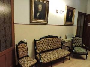 Museo de la Homeopatía - En las paredes se pueden ver algunos homeópatas del Siglo XIX