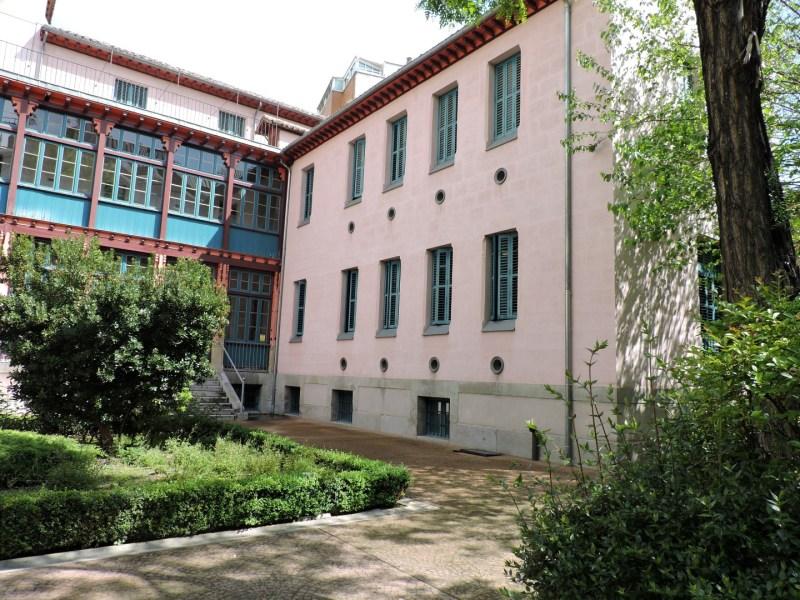Museo de la Homeopatía - Lateral del Hospital. Los ventanucos redondos eran para la ventilación de las habitaciones.