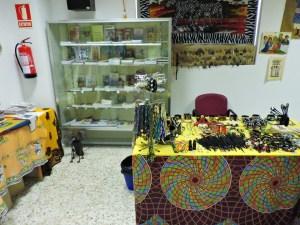 Museo Mundo Negro - La tienda del Museo Mundo Negro dispone de diversas piezas de artesanía, postales, objetos de arte, etc.