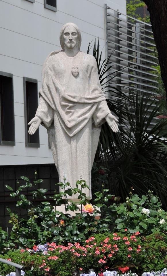 Museo Mundo Negro - Escultura del Sagrado Corazón de Jesús en la sede de Madrid.