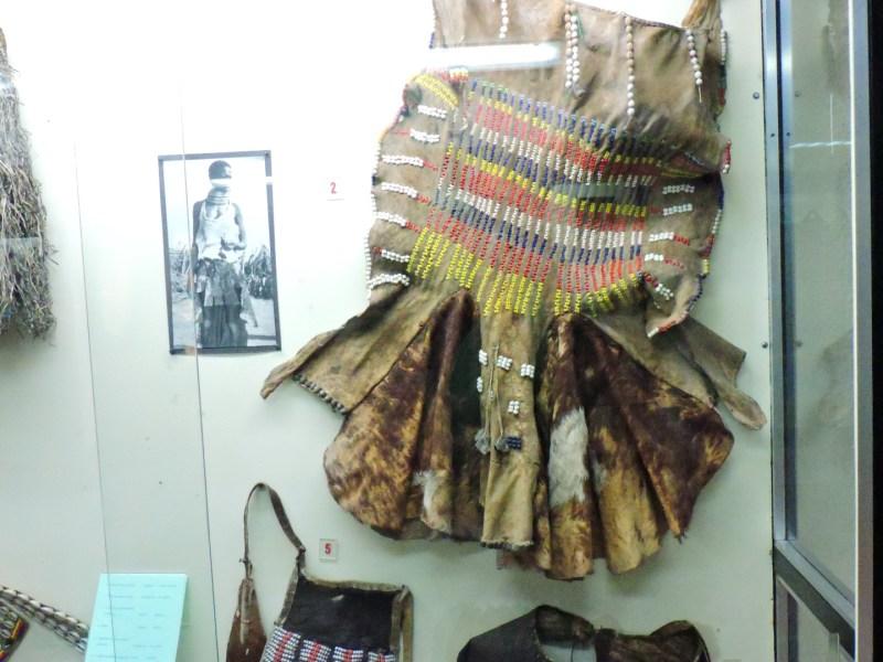 Museo Mundo Negro - Falda de mujer casada de los karimoyón (Uganda)