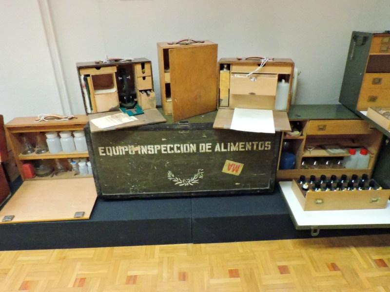 Museo Veterinaria Militar - Equipo portátil para inspeccionar alimentos.