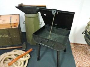 Museo Veterinaria Militar - Fragua portátil, con yunque y otros elementos.