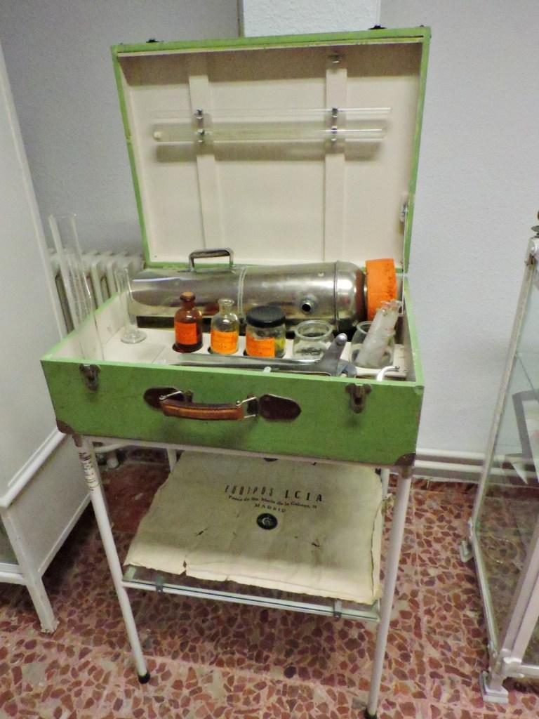 Museo Veterinaria Militar - Equipo portátil para inseminación artificial de équidos.