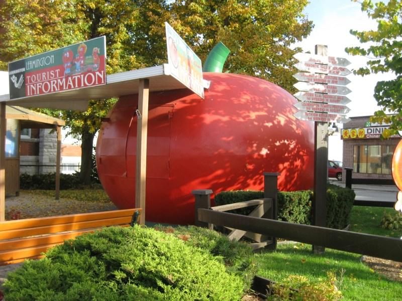 El Tomate - El Giant Tomato de Leamington se utiliza como oficina de turismo y está situado cerca de la fábrica Heinz (2).