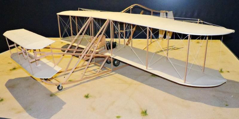 El Vuelo de Juan Olivert - Prototipo nº 2 de A. Fernández, basado en el Wright Flyer A y al que realizó diversas modificaciones adicionales para concursar en la Semana de la Aviación de Reims.