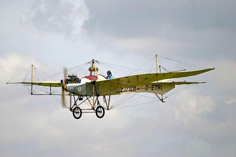 El Vuelo de Juan Olivert - El Etrich Taube fue el primer avión austriaco (12).