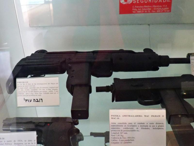 Colección de la Policía de Boadilla - Entre las armas, destaca este subfusil Uzi israelita.