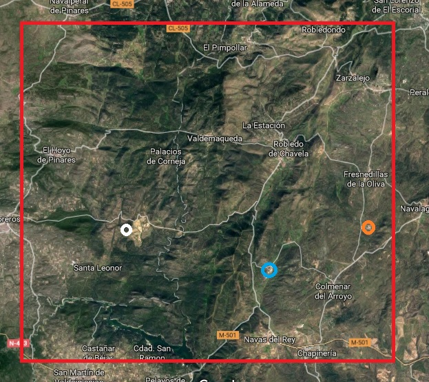 Deep Space Network - Red del Espacio Profundo - Madrid - Área acordada entre EEUU y España (BOE 17-feb-1964) para el establecimiento de estaciones de seguimiento de satélites. El punto azul representa la estación de Robledo y los puntos blanco y naranja las nuevas de Cebreros y Fresnedillas, respectivamente (22).
