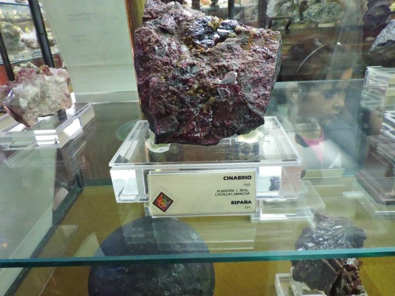 Museo Histórico-Minero - Mineral de cinabrio.