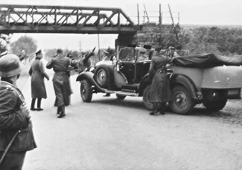 Museo División Azul - El Embajador von Stohrer le había regalado a Franco el famoso Mercedes 540 dos años antes de esta nueva negativa a Hitler (6).