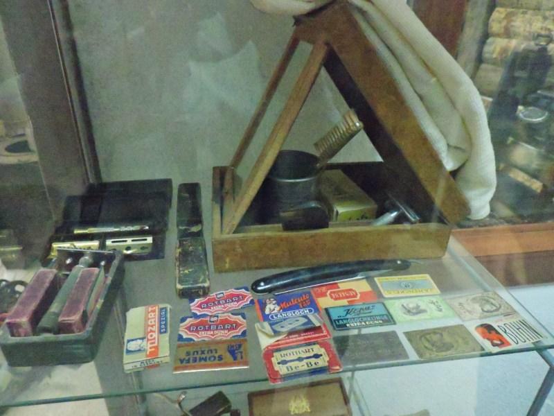 Museo División Azul - Todo tipo de cuchillas de afeitar, maquinillas y navajas.