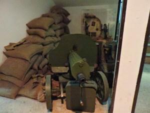 Museo División Azul - Ametralladora Maxim sobre afuste Sokolov, refrigerada por agua.