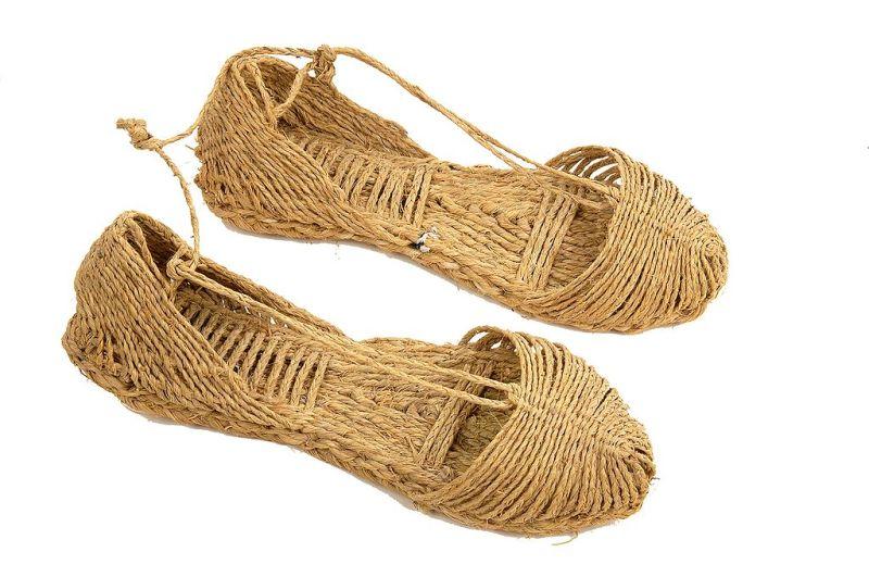 Museo del Zueco - Los zapatos de esparto, o alpargatas, han sido muy usados a lo largo de la historia, pero no resisten la humedad (7)