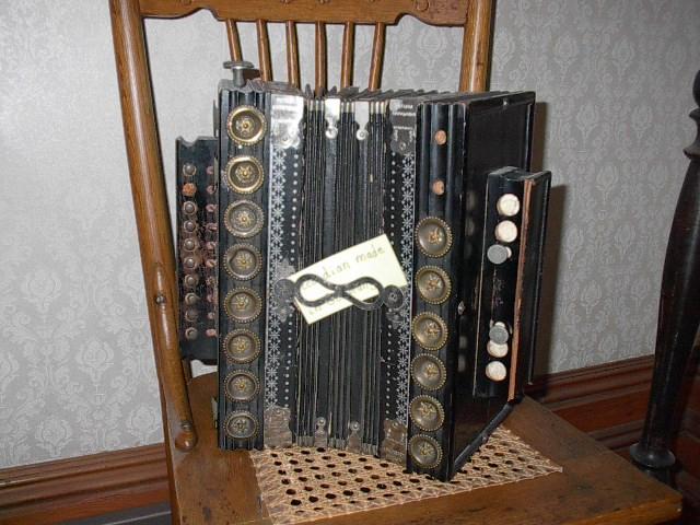 Museo del Acordeón - Antiguo acordeón de la casa Boorman, en Wisconsin (6).