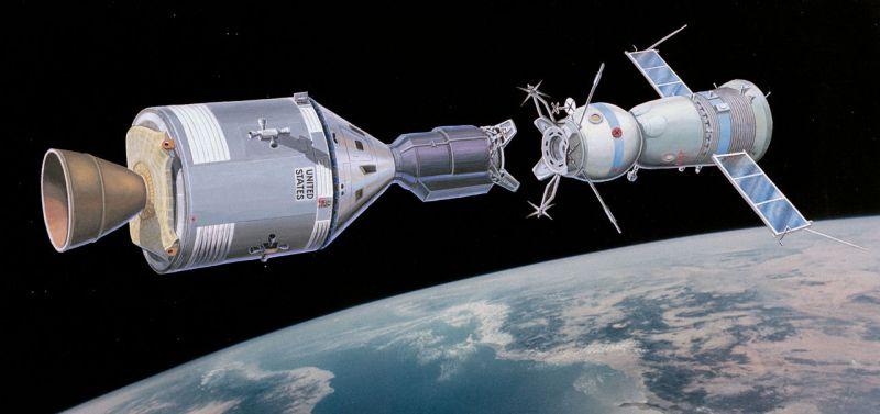 Museo Lunar - Acoplamiento de las naves Apolo y Soyuz en el espacio, simbolizando el acercamiento entre el mundo libre y el bloque comunista tras la Guerra Fría (6).