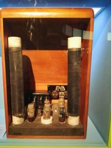 Exposición Theremin - Interior de un theremín de válvulas.