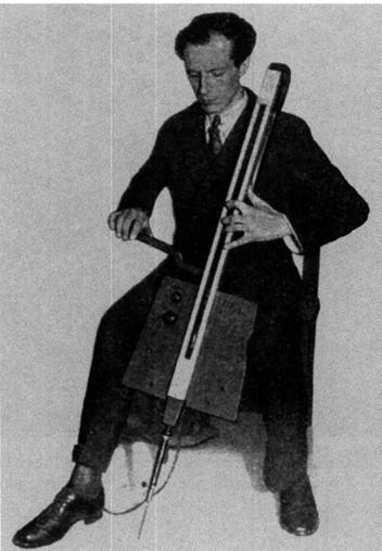 Exposición Theremin - Theremín - Cello, otro invento de León Theremin (6).