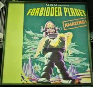 Exposición Theremin - En Planeta Prohibido (obra maestra de la ciencia ficción) no se utilizó este instrumento, como se indica en la exposición.
