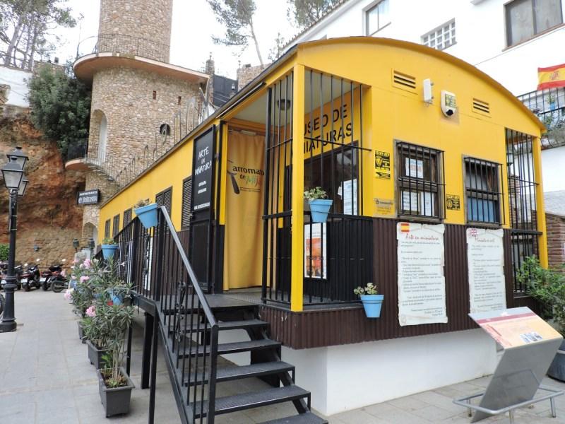 El Carromato de Max - El carromato es una caseta de obra, construida sobre pilares.