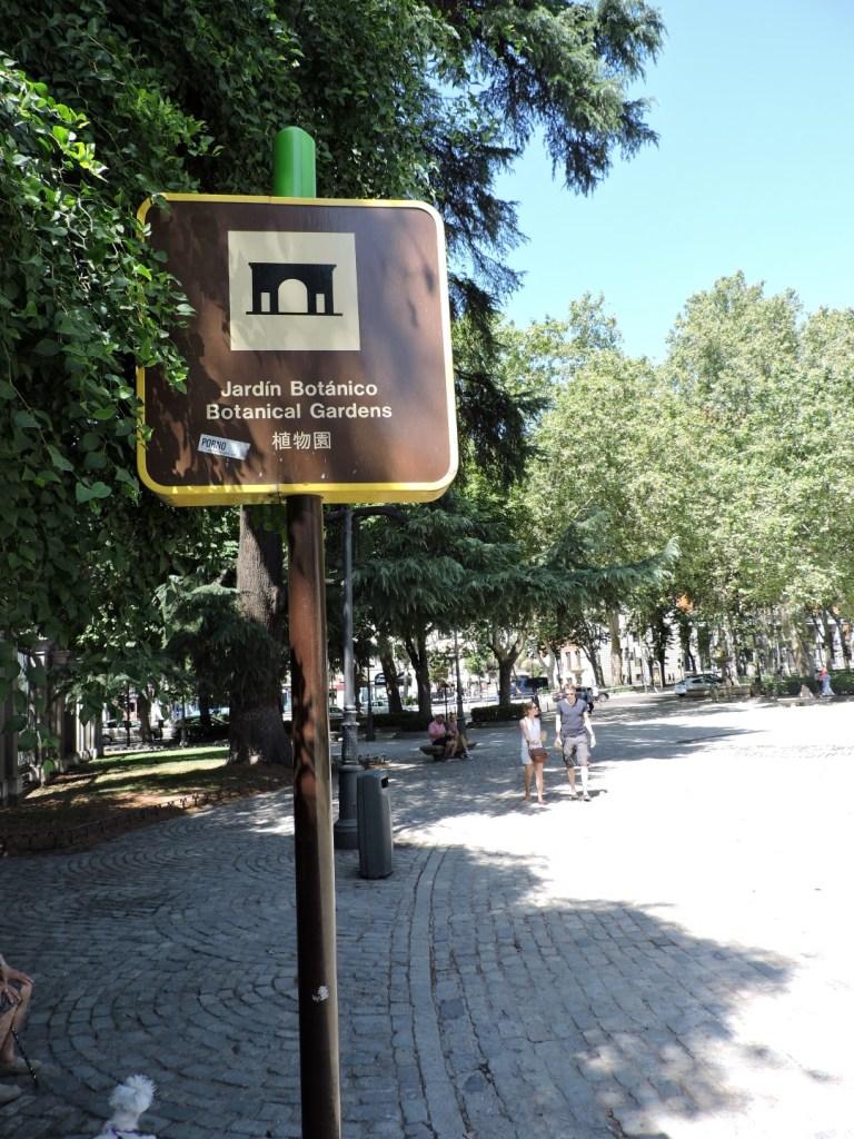 Jardín Botánico Madrid - Cartel indicativo del Jardín Botánico