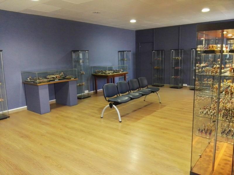 Museo de Miniaturas Militares - Sala donde se exponen las figuras de corcho y papel.