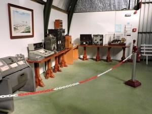 Museo del Aire - Rincón con diversos equipos de comunicaciones.