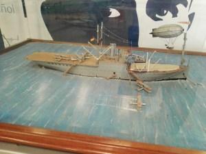 Museo del Aire - Maqueta del portahidroaviones Dédalo, carguero reconvertido, que obtuvo España de Alemania como compensación tras la IGM.