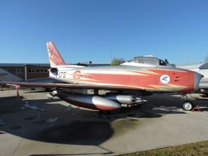 """Museo del Aire - North-American F-86 """"Sabre"""". Avión de caza a reacción, del que España compró 270 ejemplares en 1953, convirtiéndose en el tercer mayor operador de este modelo, del que llegaron a fabricarse cerca de 10.000 aparatos."""