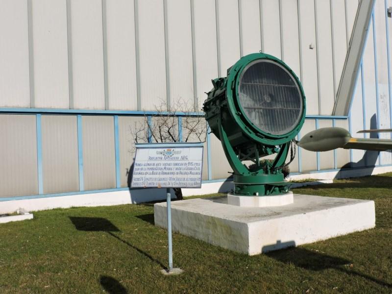 Museo del Aire - Reflector antiaéreo AEG de arco voltaico, fabricado en Alemania y utilizado durante la Guerra Civil en Pollensa.