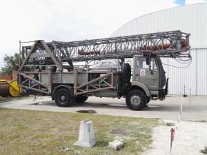 Museo del Aire - Camión con estructura de antenas portátiles.