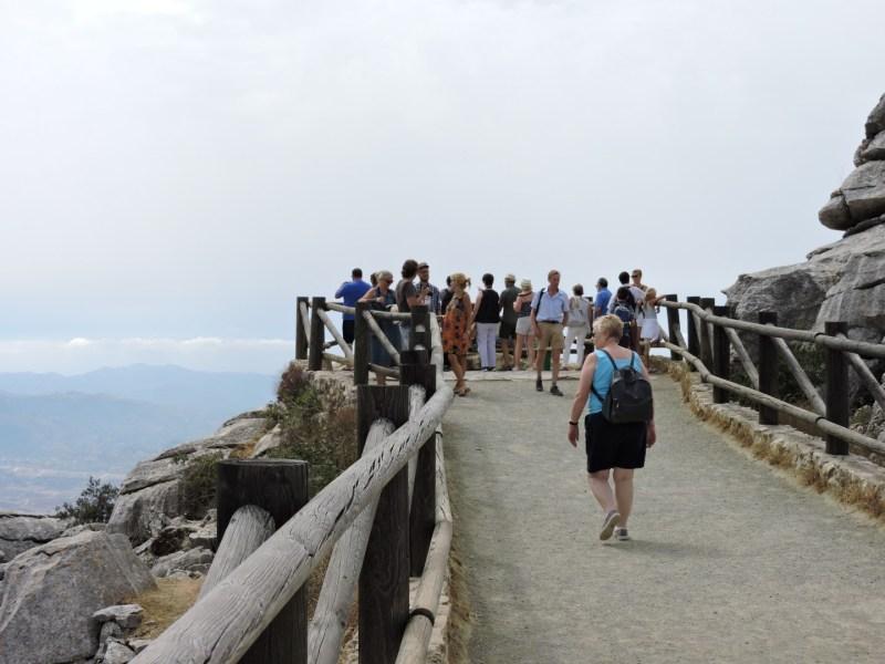 El Torcal de Antequera - El camino al mirador está detrás del Observatorio Astronómico. Tras unos 200 m. andando llegarás a este balcón al valle.